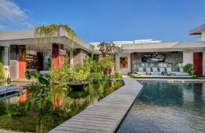 Villa Banyu - Walkway between pool and koi ponds
